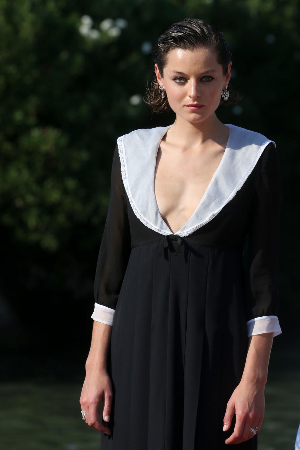 Венецианский кинофестиваль 2020. Эмма Коррин в Miu Miu