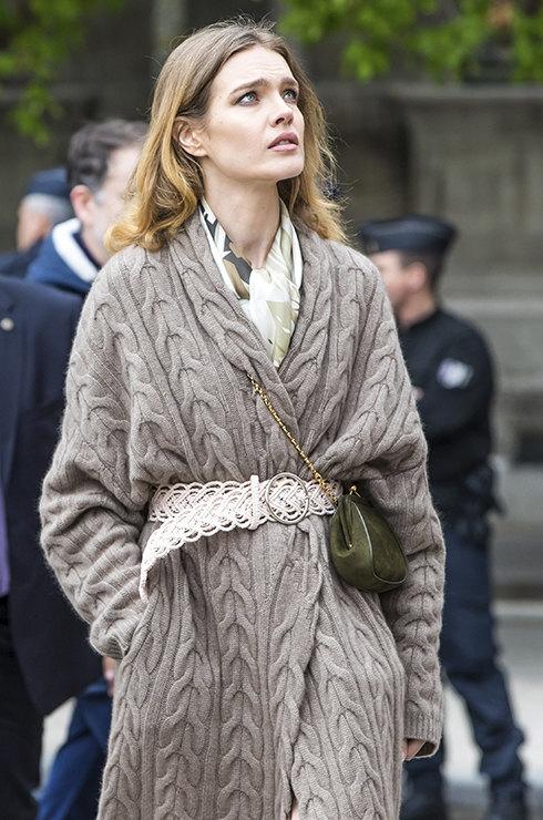 как носить вязаную кофту с ремнем