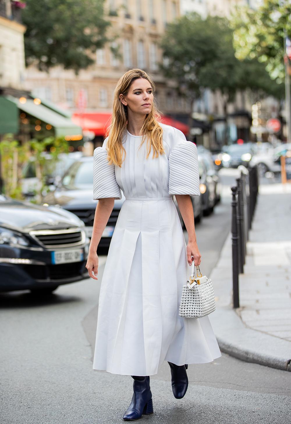 как носить платье с сапогами