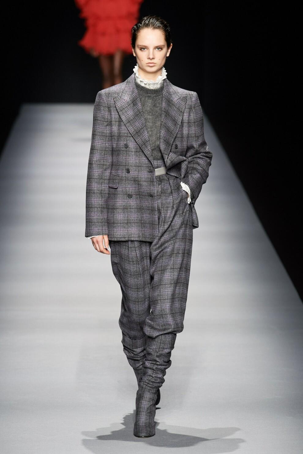 акттуальный брючный костюм зима весна 2021
