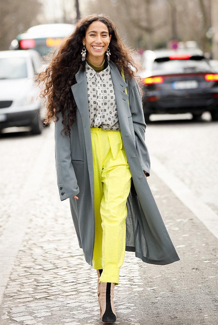 как сочетать желты и серые цвета в одежде