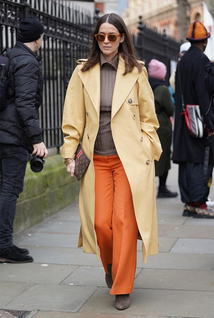 как носить желтое пальто как носить оранжевые штаны