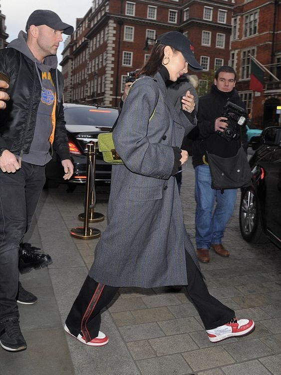 серое оверсайз пальто с чем носить
