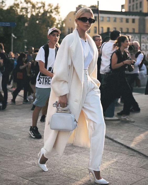 белое пальто как носить 2021