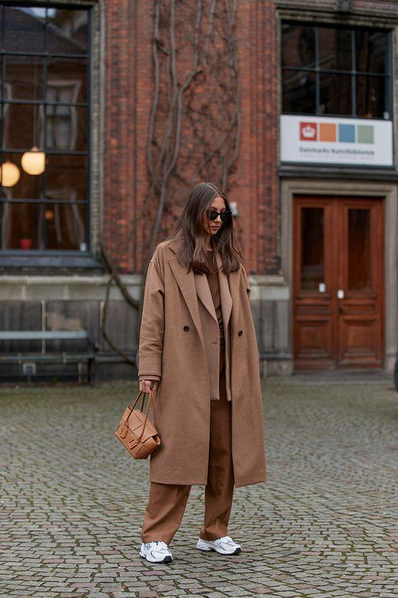 как носить бежевое пальто 2021